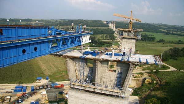 Kőröshegyi Völgyhíd építése